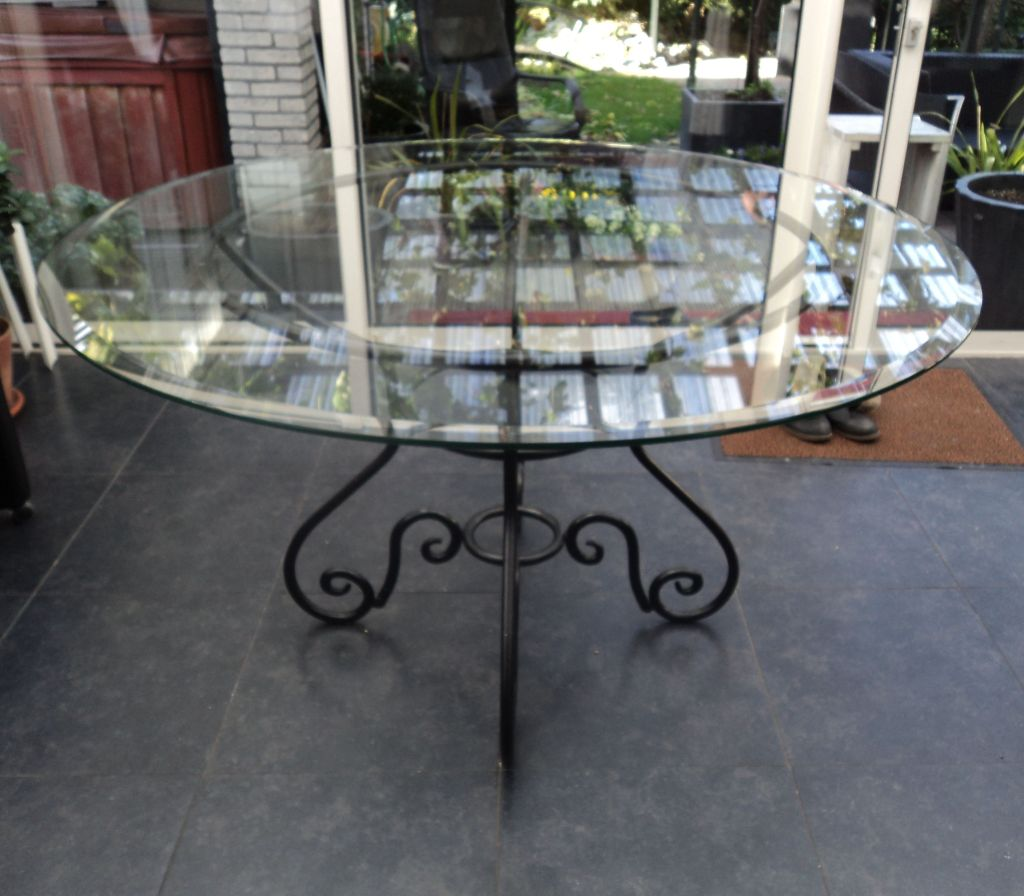 Glazen Meubelen Op Maat.Glazen Meubelen En Tafelbladen Op Maat Bij Ariba Glashandel