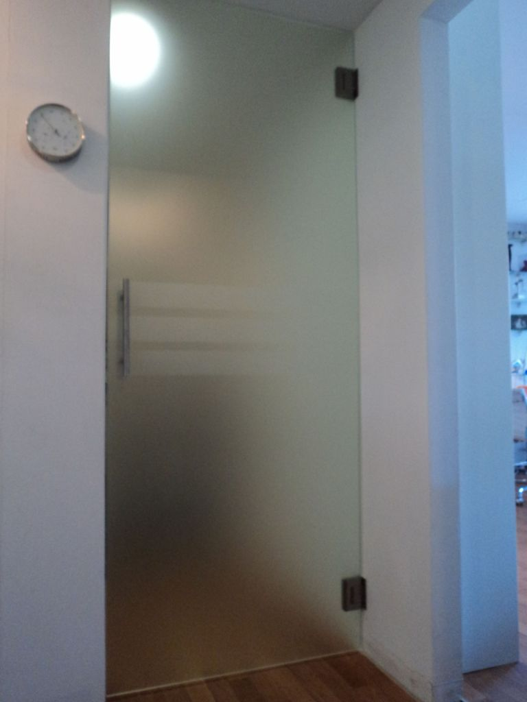 Vaak Glashandel Ariba Den Haag hardglazen deuren en glazen wanden op maat ZH11