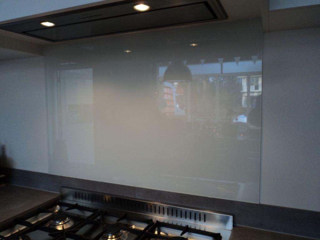glasplaat monteren : Glashandel Ariba Den Haag Keukenachterwanden Van Glas Op Maat In