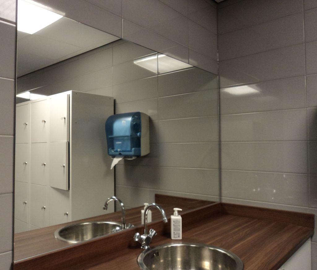 Glashandel Ariba Den Haag voor spiegels op maat, spiegelwanden en ...