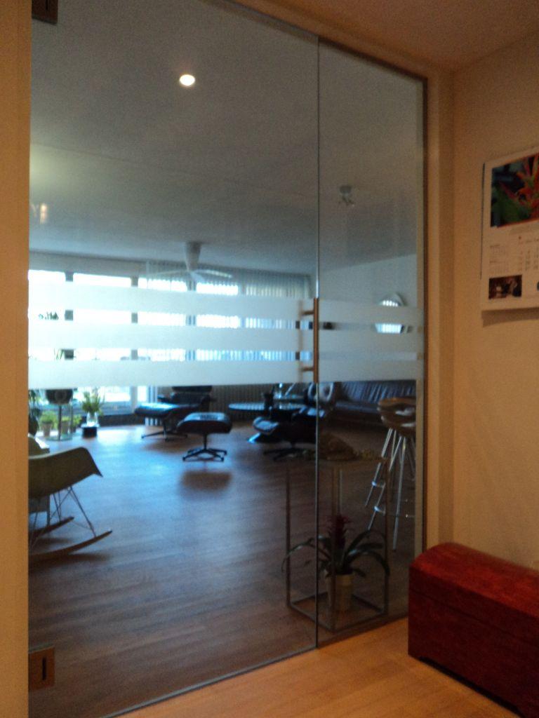 Glashandel Ariba Den Haag hardglazen deuren en glazen wanden op maat
