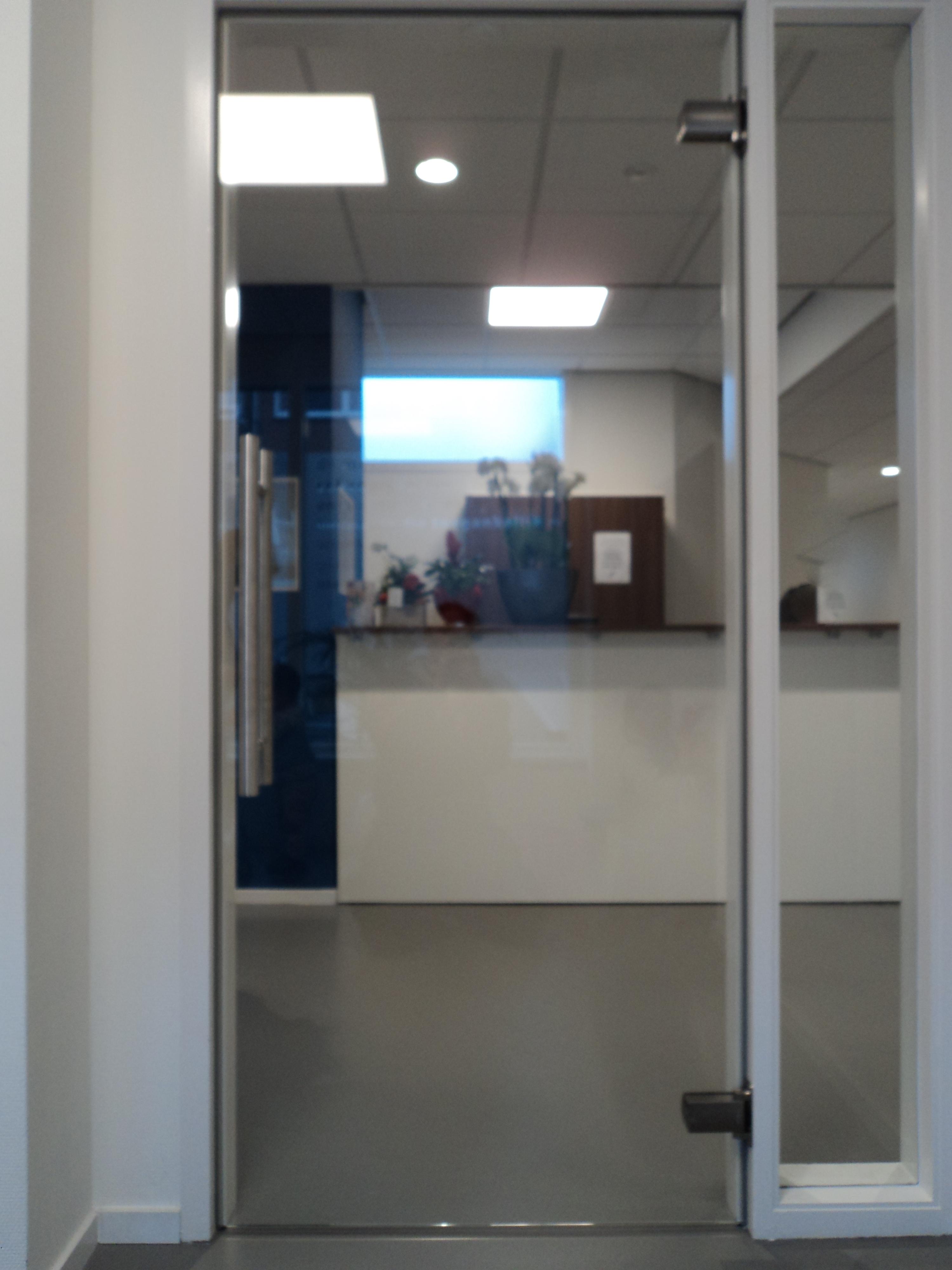 https://www.glashandelariba.nl/wp-content/uploads/2016/11/glazen-deur-den-haag.jpg